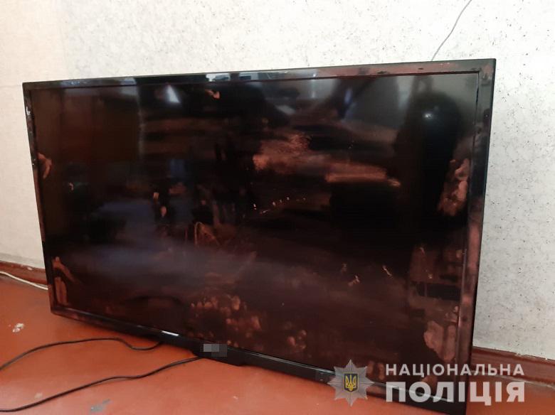 П'яний будівельник з Прикарпаття намагався винести телевізор з  київської лікарні 2