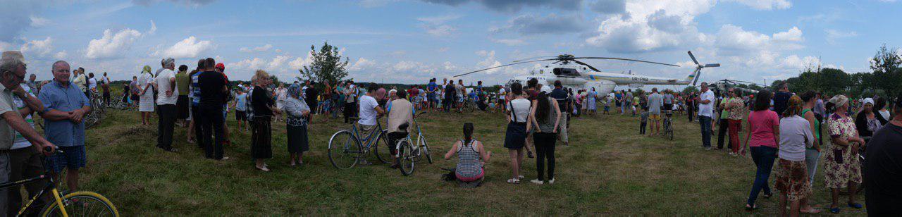На Калущині тисяча людей зустріли Зеленського на аварійному мості 1