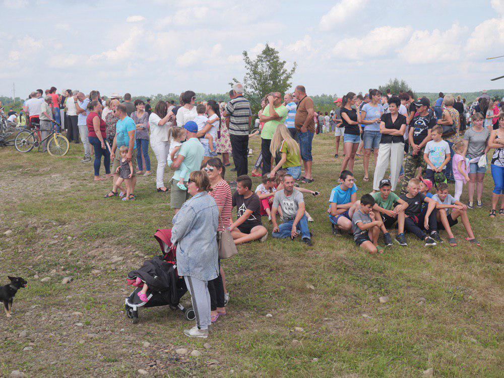 На Калущині тисяча людей зустріли Зеленського на аварійному мості 10