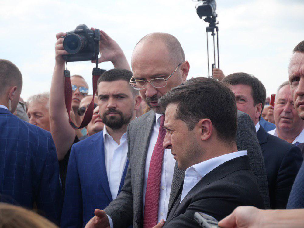 На Калущині тисяча людей зустріли Зеленського на аварійному мості 9