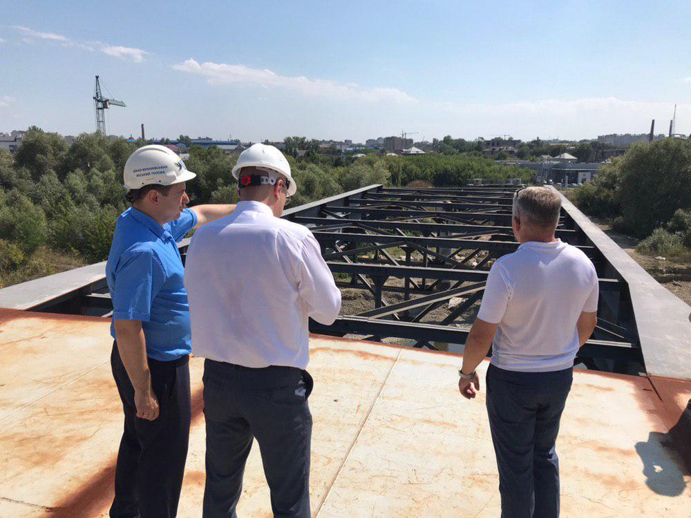 Марцінків показав голові ОДА Денису Шмигалю, як будують новий міст на Пасічну 2