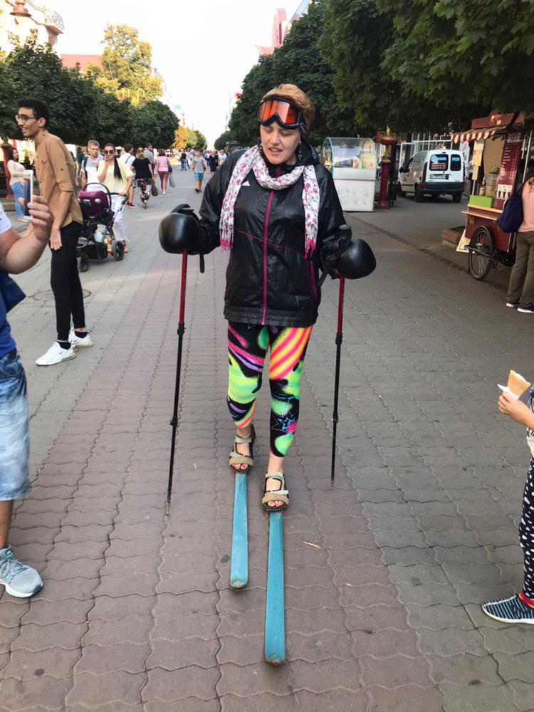 Франківчанка на лижах пройшла стометрівкою: навіщо жінка це робить 1