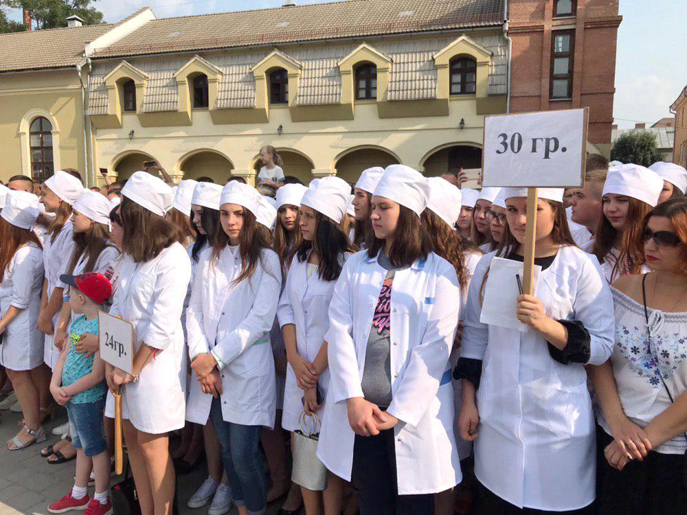 У Франківську урочисто посвятили в студенти першокурсників медуніверситету 3