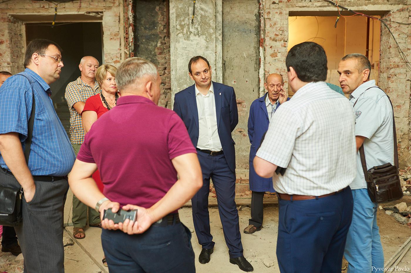 У Франківську триває ремонт Центрального народного дому 8