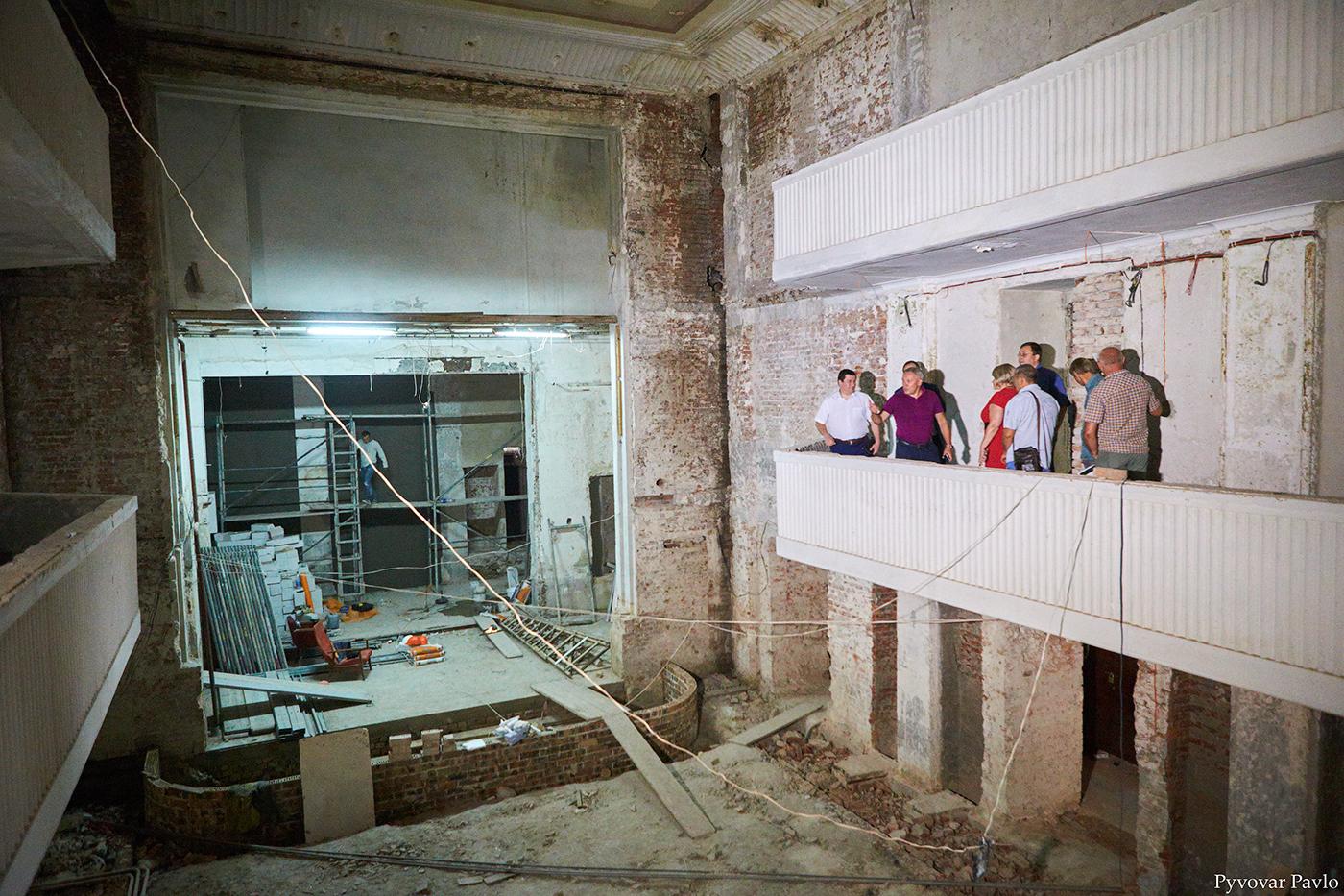 У Франківську триває ремонт Центрального народного дому 12