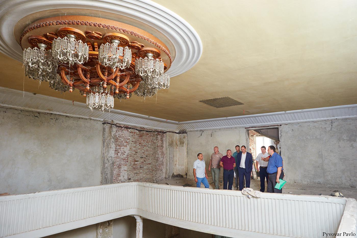 У Франківську триває ремонт Центрального народного дому 14