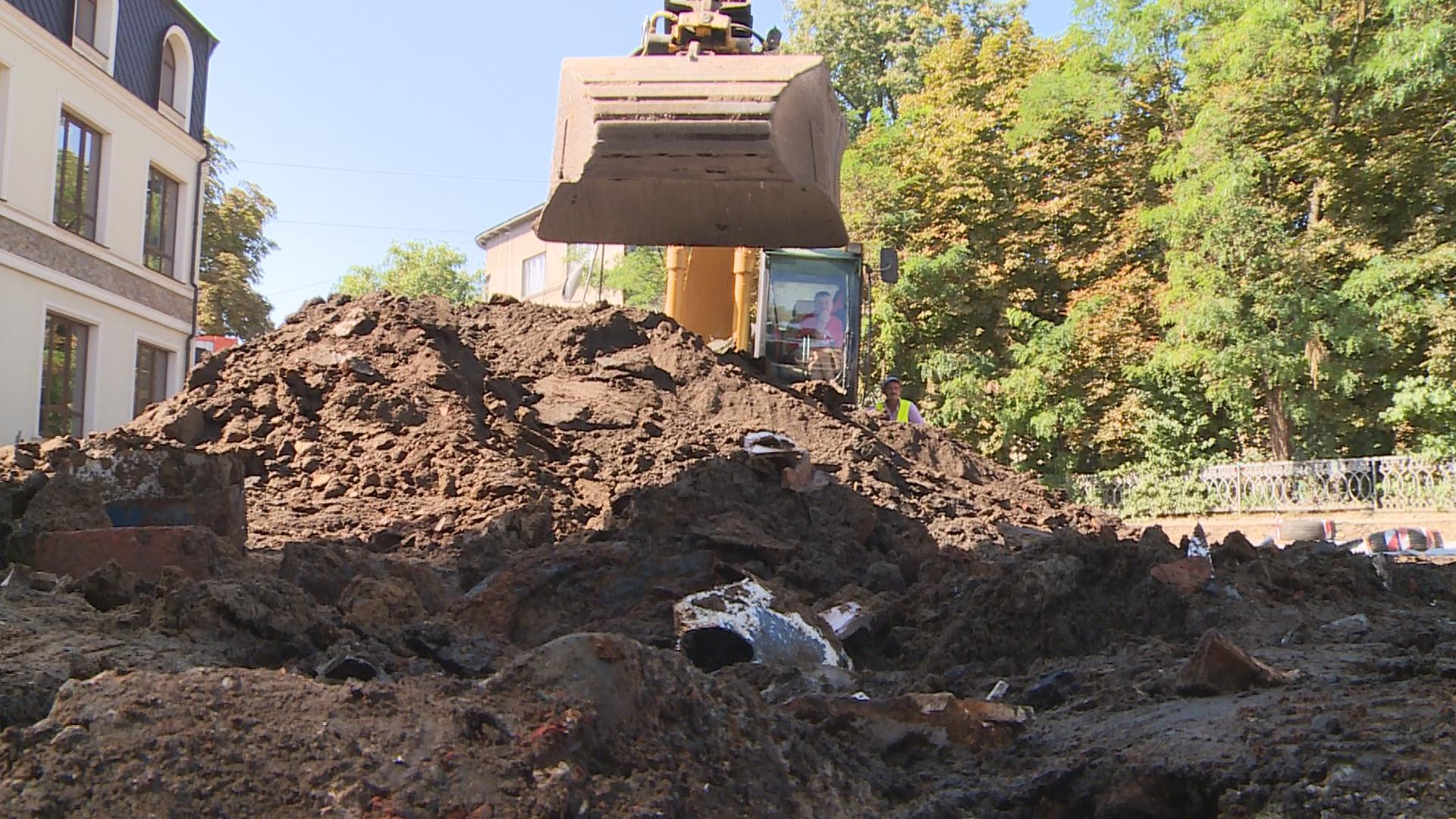 """Результат пошуку зображень за запитом """"В центрі Коломиї під час ремонту дороги розкопали оборонний вал"""""""