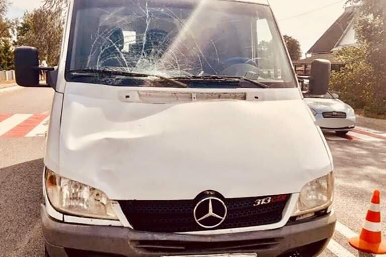"""У Марківцях мікроавтобус """"на зебрі"""" збив пішохода – чоловік помер у швидкій 2"""