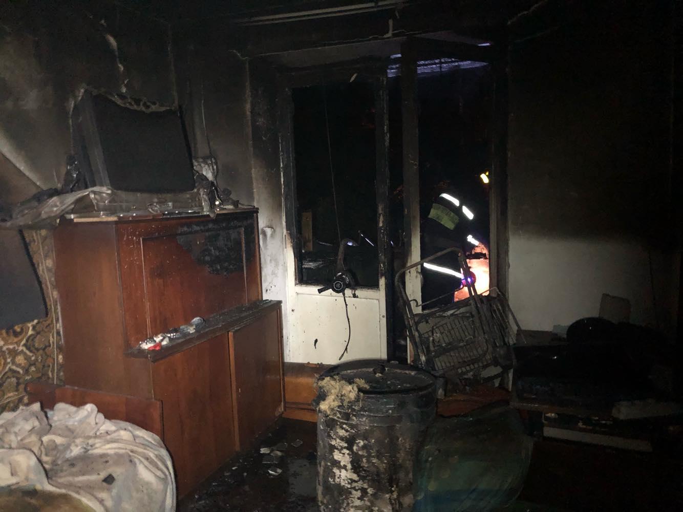 На Вовчинецькій горіла квартира – рятувальники евакуювали 30 людей 1