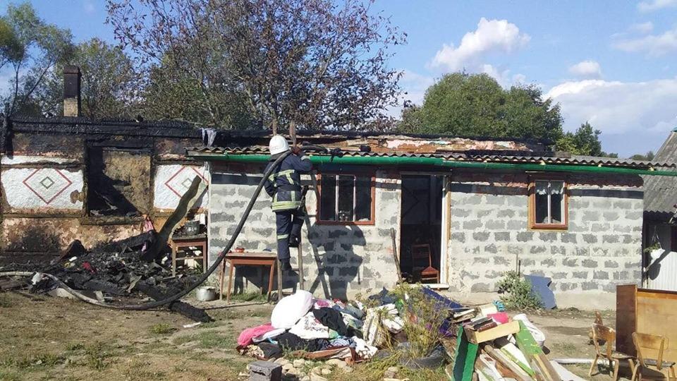 Згоріло все: багатодітній родині з Нової Гути терміново потрібна допомога 1