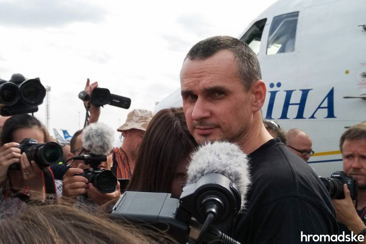Моряки, Сенцов, Балух та інші: у Борисполі зустріли бранців Кремля 1