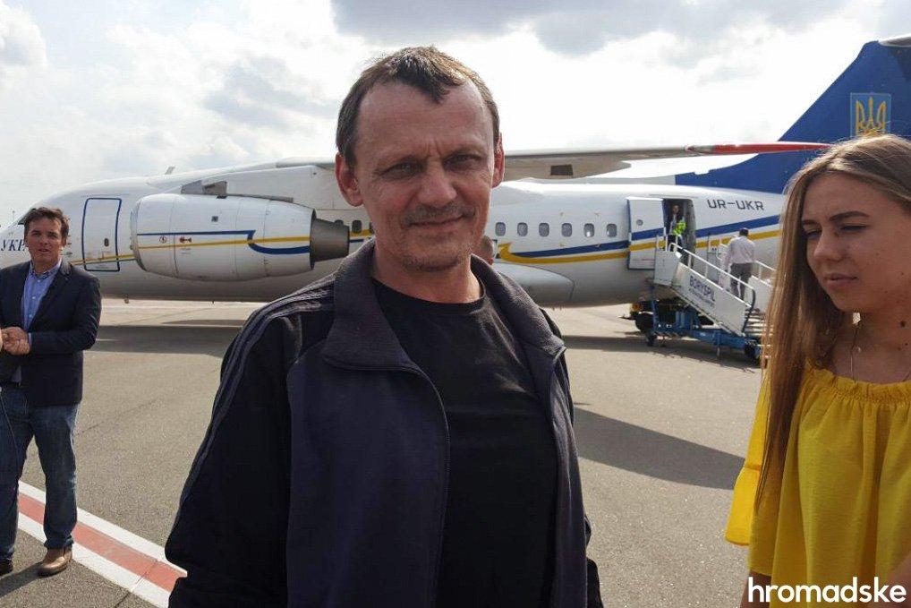 Моряки, Сенцов, Балух та інші: у Борисполі зустріли бранців Кремля 3