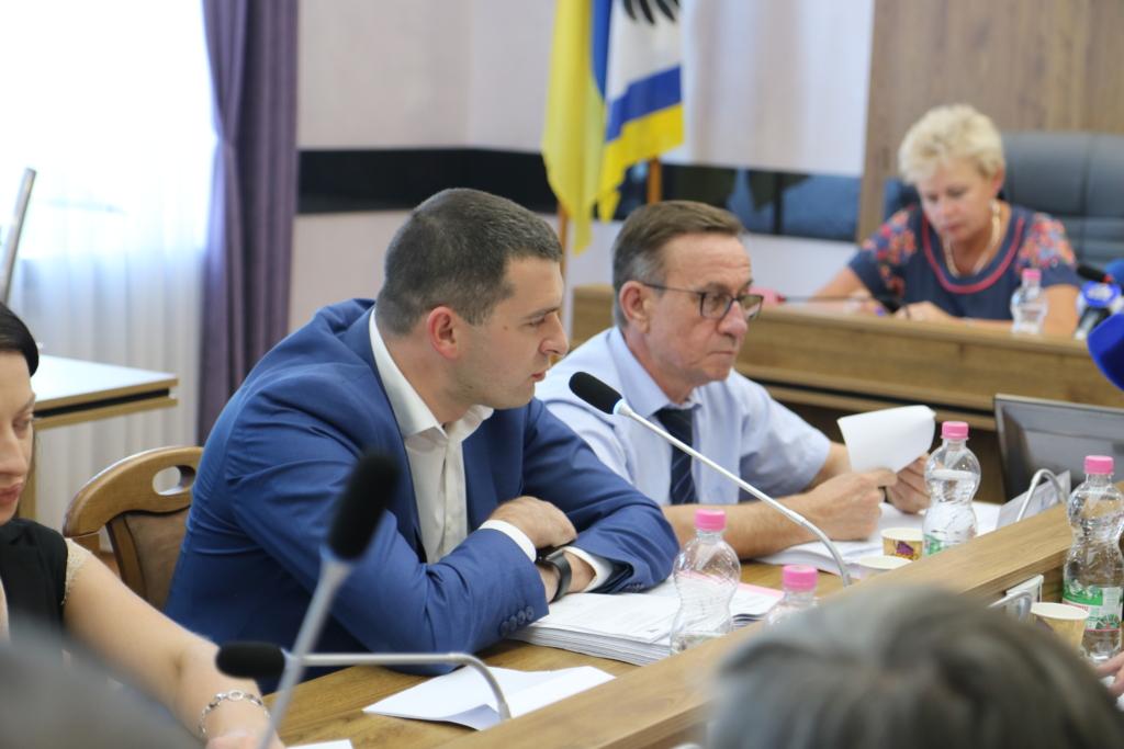 Депутати вимагають звіту від директора Департаменту охорони здоров'я Івано-Франківської ОДА 4