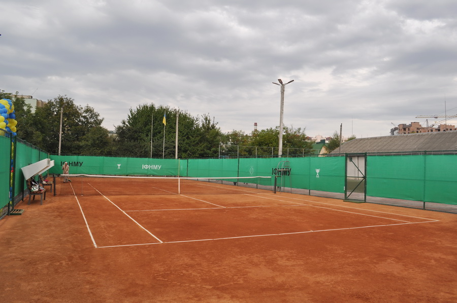 В ІФНМУ відкрили сучасний тенісний корт 2