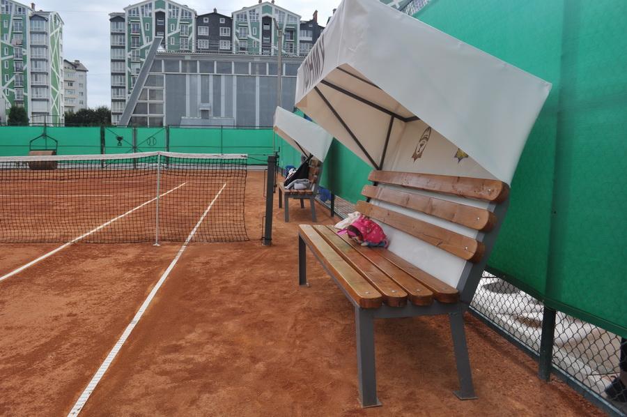 В ІФНМУ відкрили сучасний тенісний корт 3