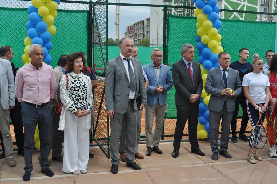 В ІФНМУ відкрили сучасний тенісний корт 4