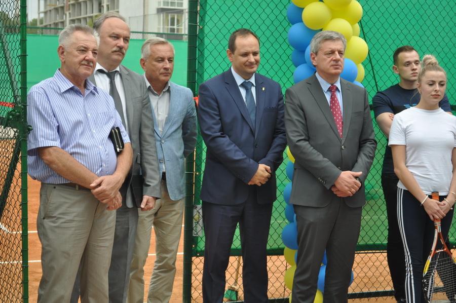 В ІФНМУ відкрили сучасний тенісний корт 6