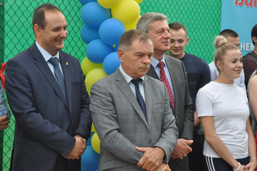 В ІФНМУ відкрили сучасний тенісний корт 8