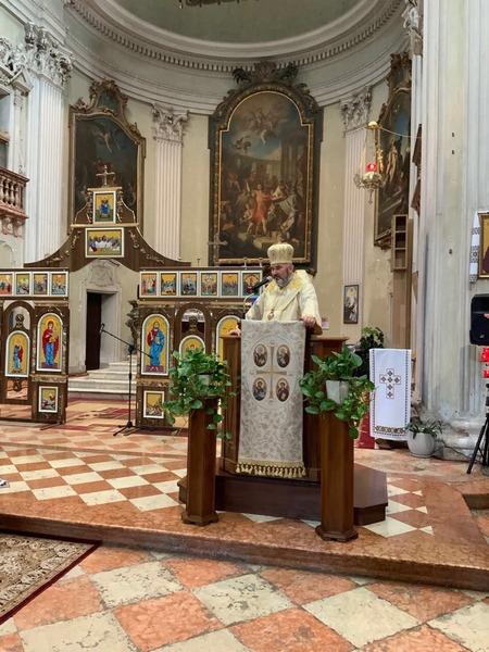 Коломийський єпископ очолив урочисте богослужіння в італійському храмі 4