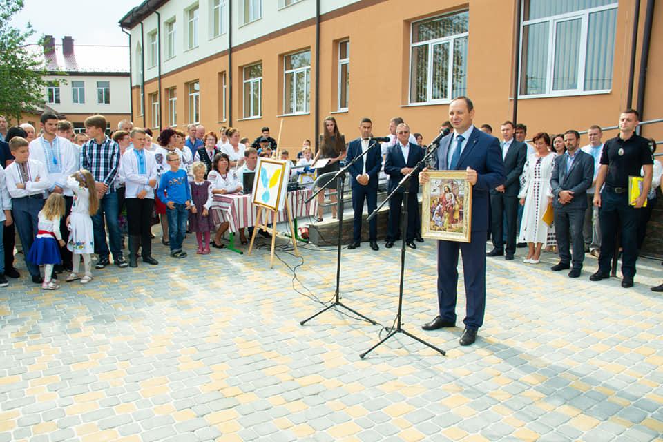 У Хриплині відкрили новозбудовану школу 7