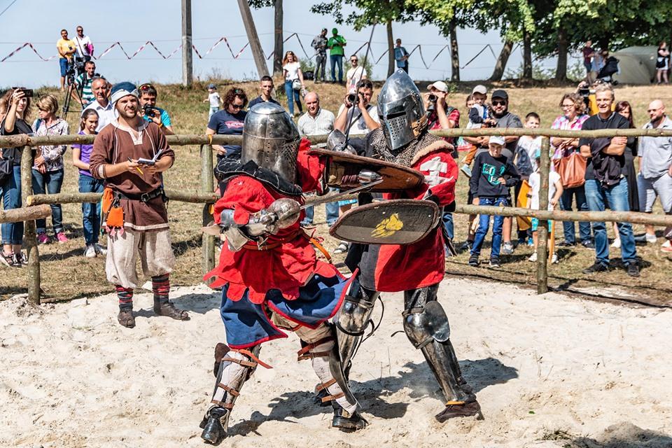 """Бої лицарів, Ремарк і польоти на кулях – чим вразив фестиваль """"Галицьке лицарство"""" 7"""