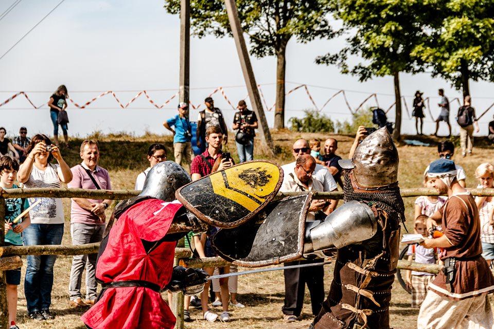 """Бої лицарів, Ремарк і польоти на кулях – чим вразив фестиваль """"Галицьке лицарство"""" 6"""