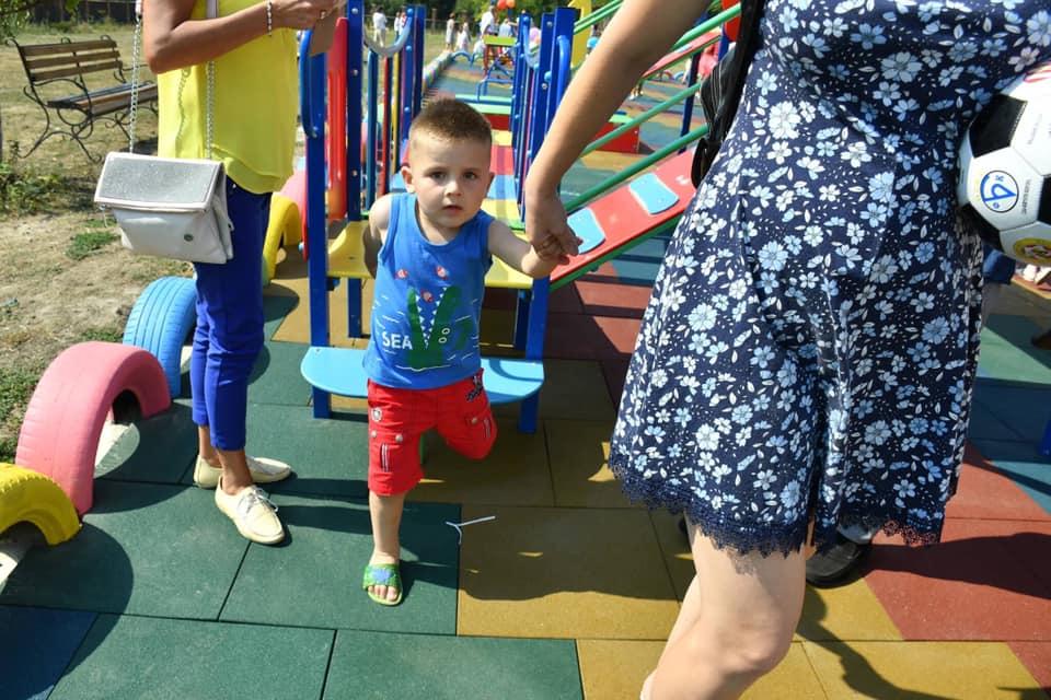 У Франківську відкрили інклюзивний дитячий майданчик 4