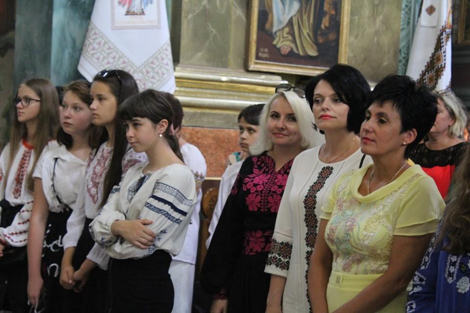 У франківській катедрі вчителів, учнів та батьків благословили на успішний навчальний рік 8