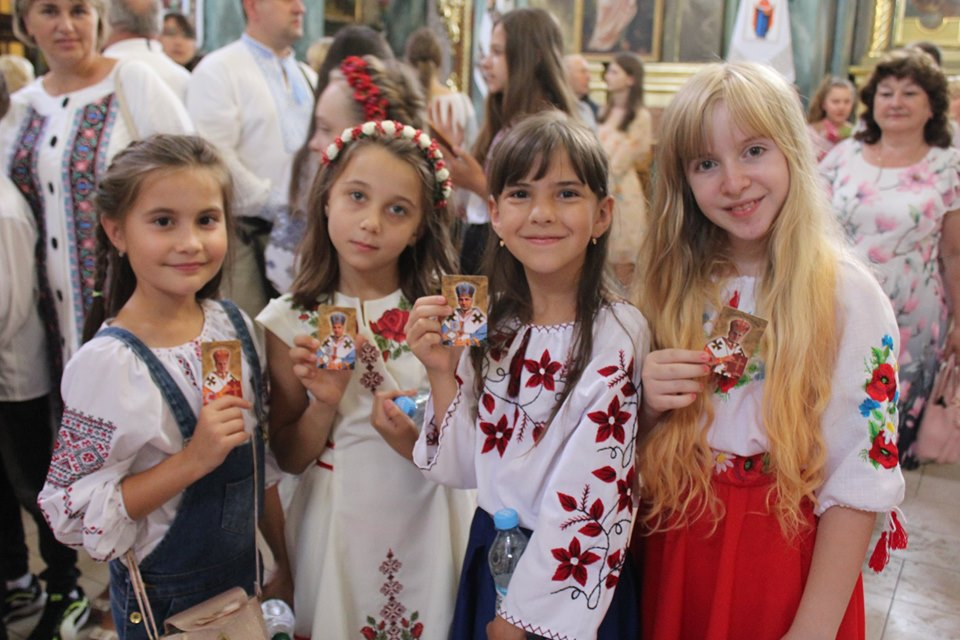 У франківській катедрі вчителів, учнів та батьків благословили на успішний навчальний рік 2