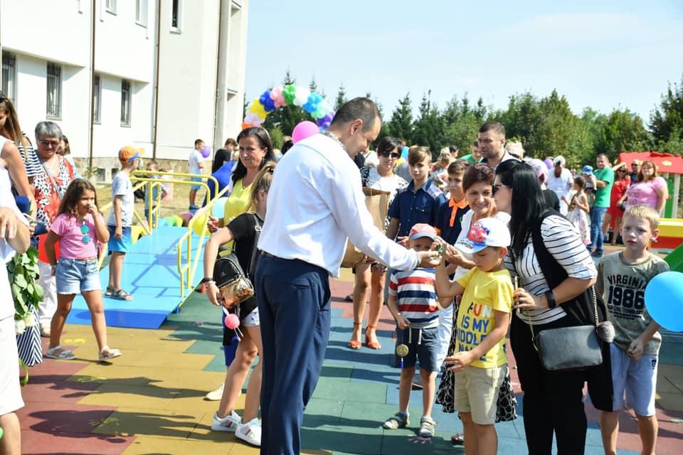 У Франківську відкрили інклюзивний дитячий майданчик 14