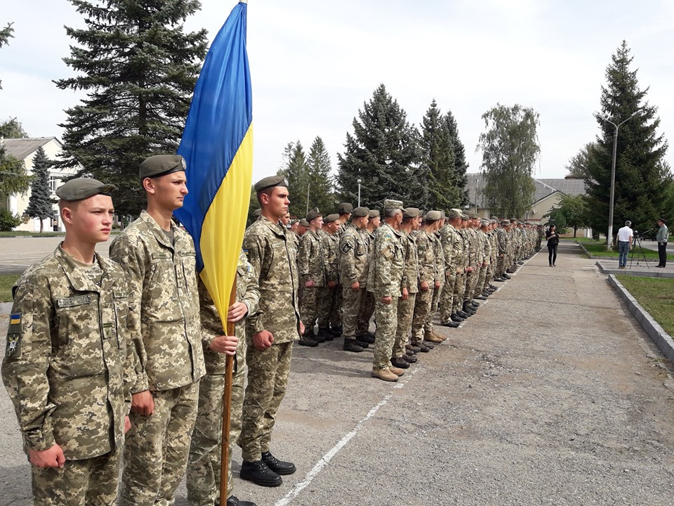 У Прикарпатському військово-спортивному ліцеї влаштували флешмоб на звільнення полонених моряків 3