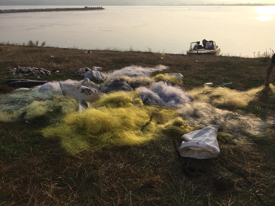 На Бурштинському водосховищі викрили браконьєрів з 84 кілограмами риби 8