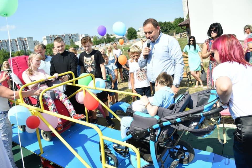 У Франківську відкрили інклюзивний дитячий майданчик 16