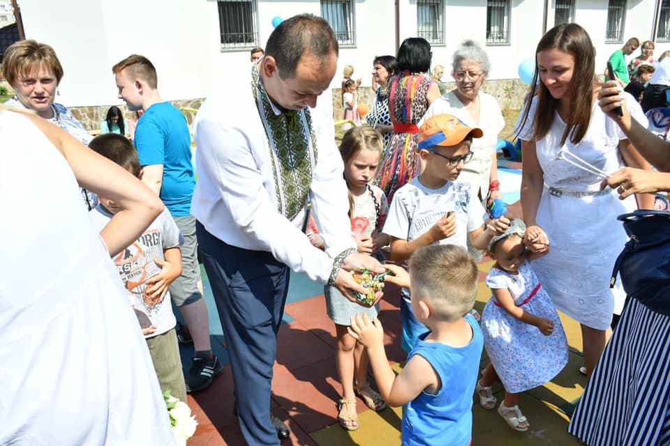 У Франківську відкрили інклюзивний дитячий майданчик 18