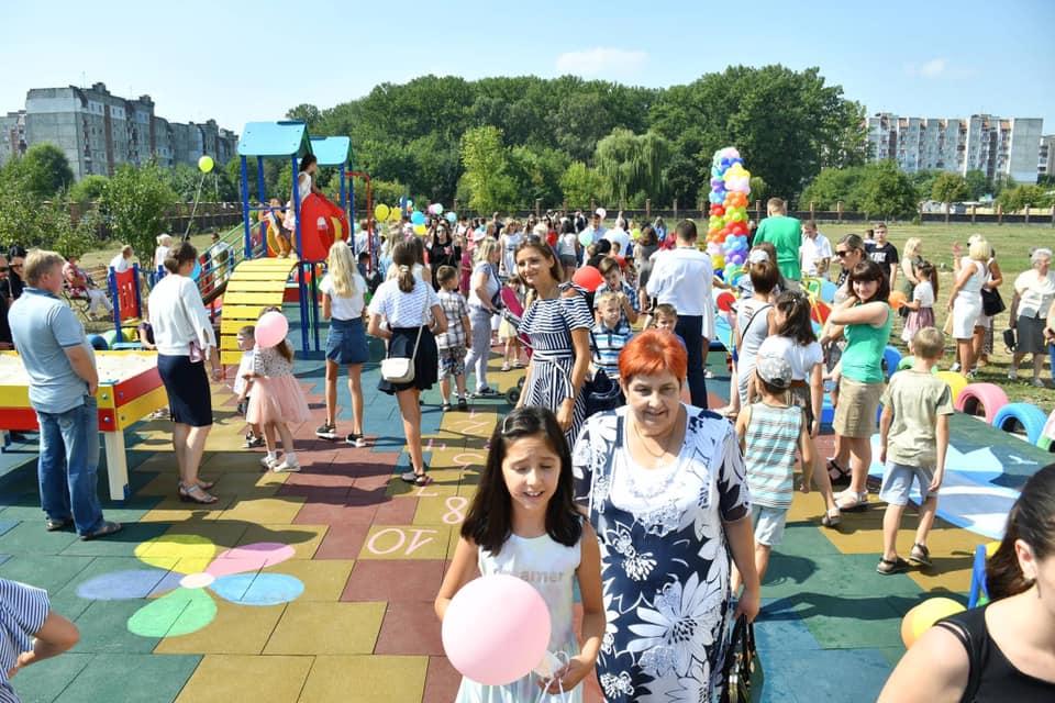 У Франківську відкрили інклюзивний дитячий майданчик 20