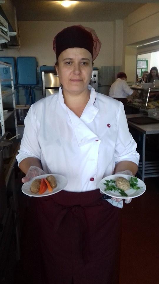Курка по-італійськи та кебаб з сиром: у франківській школі показали меню за рецептами Євгена Клопотенка 2