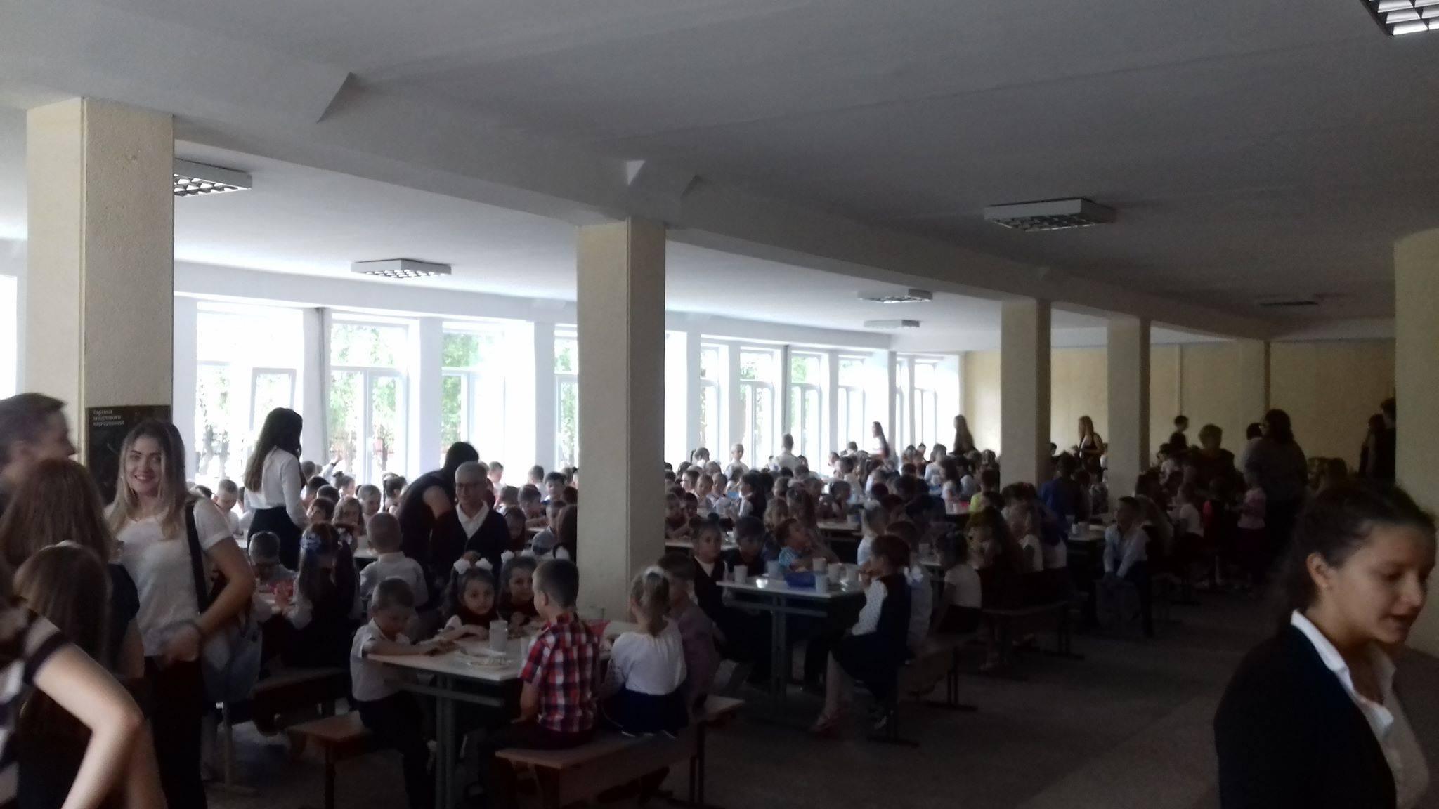 Курка по-італійськи та кебаб з сиром: у франківській школі показали меню за рецептами Євгена Клопотенка 4