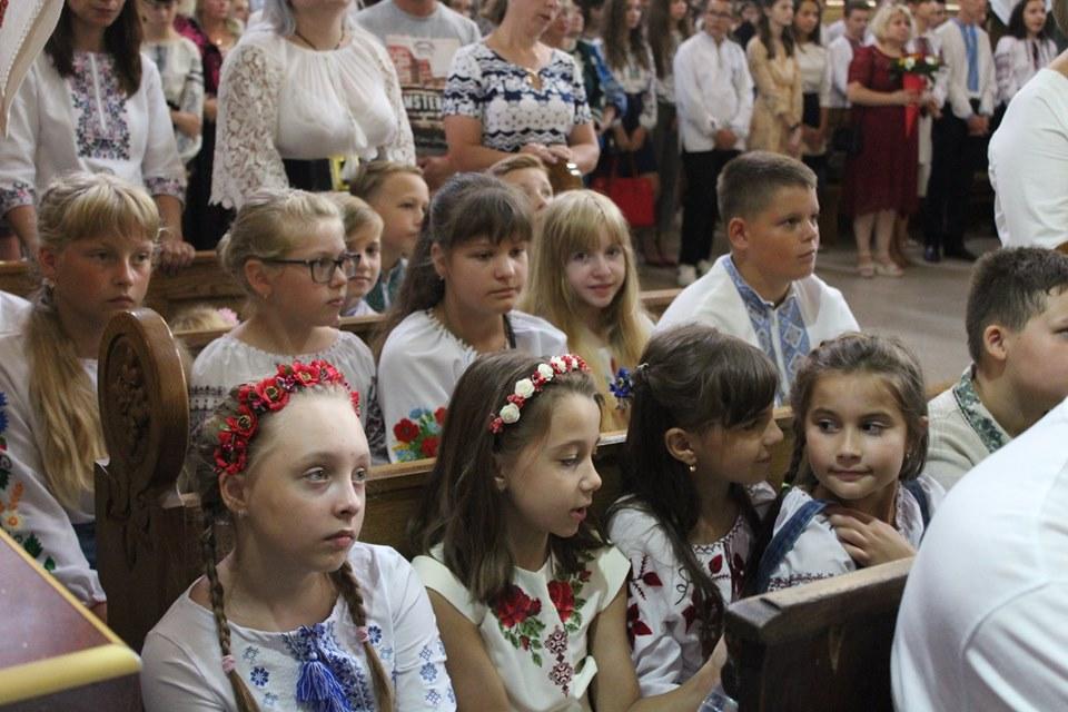 У франківській катедрі вчителів, учнів та батьків благословили на успішний навчальний рік 4