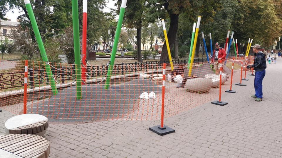 Понищили дитячий простір біля Міцкевича – франківців просять уважати на ремонт 14