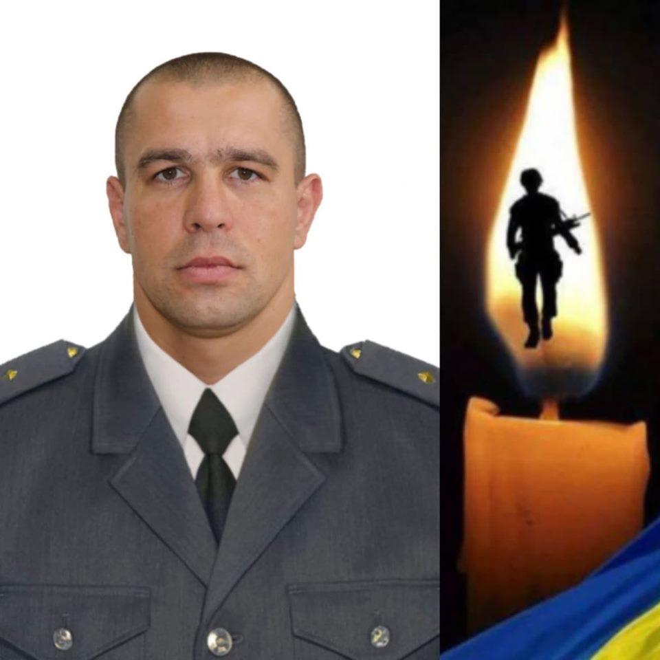Коломияни на колінах зустріли тіло військового Олександра Іванькова 2