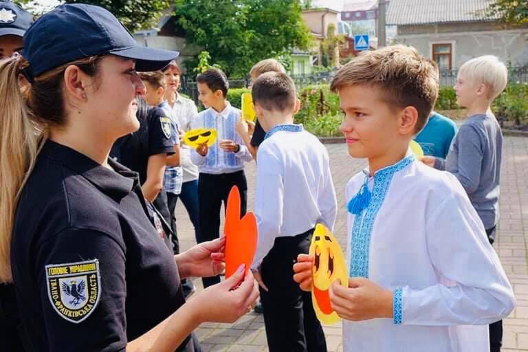 Франківські ліцеїсти з поліцейськими провели флешмоб проти дитячих суїцидів 6