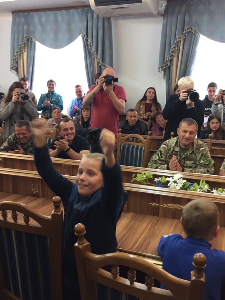 У Франківську ветерани АТО подарували квартиру родині, де двоє дітей з ДЦП 4