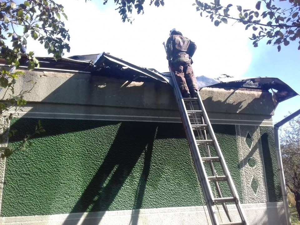 У Долині понад два десятки рятувальників гасили пожежу в будинку 6