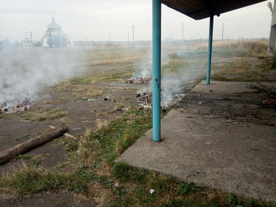 У Верхнянській ОТГ вандали розтрощили та підпалили зону відпочинку 2