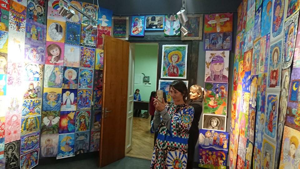 """680 переможців: у Франківську відкрили виставку """"Для Бога я створю найкраще"""" 2"""