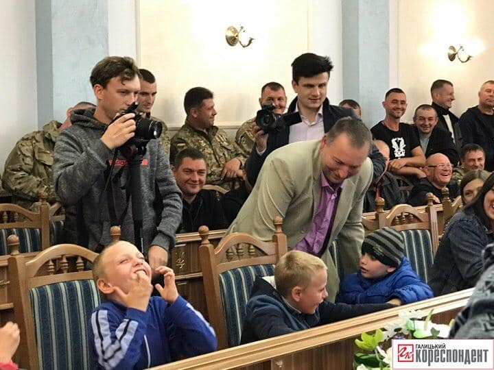 У Франківську ветерани АТО подарували квартиру родині, де двоє дітей з ДЦП 2