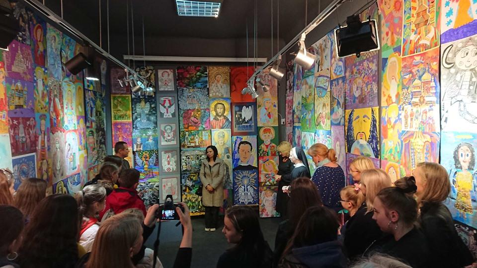 """680 переможців: у Франківську відкрили виставку """"Для Бога я створю найкраще"""" 24"""