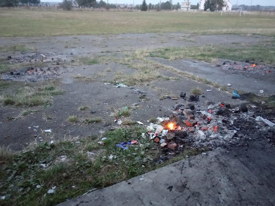 У Верхнянській ОТГ вандали розтрощили та підпалили зону відпочинку 4