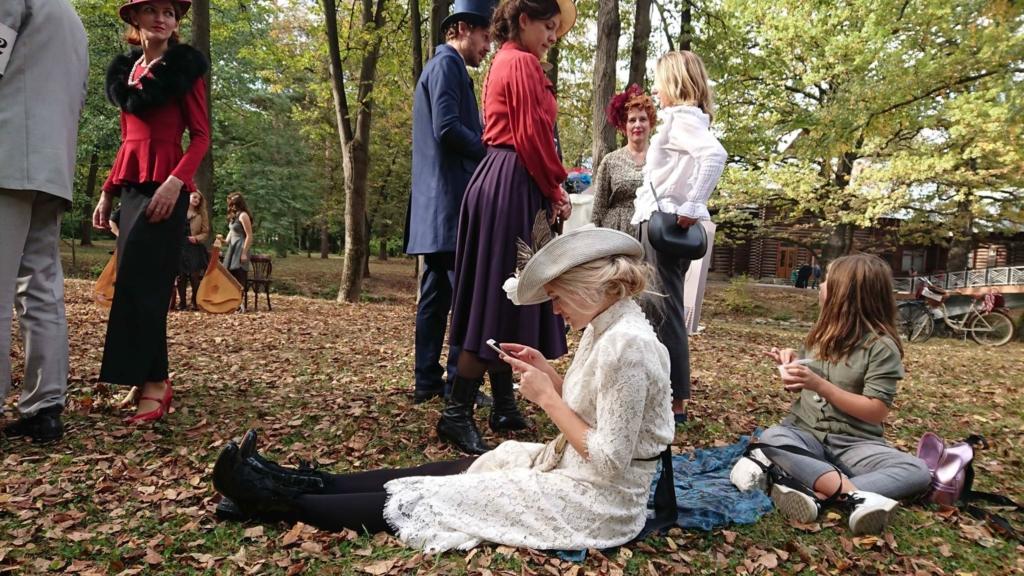 Учасники ретро круїзу на пікніку у Франківську кавували з акторами фільму «Віддана» 30