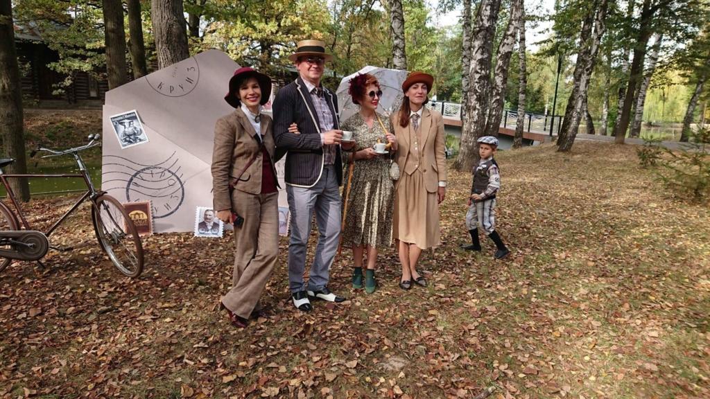 Учасники ретро круїзу на пікніку у Франківську кавували з акторами фільму «Віддана» 32